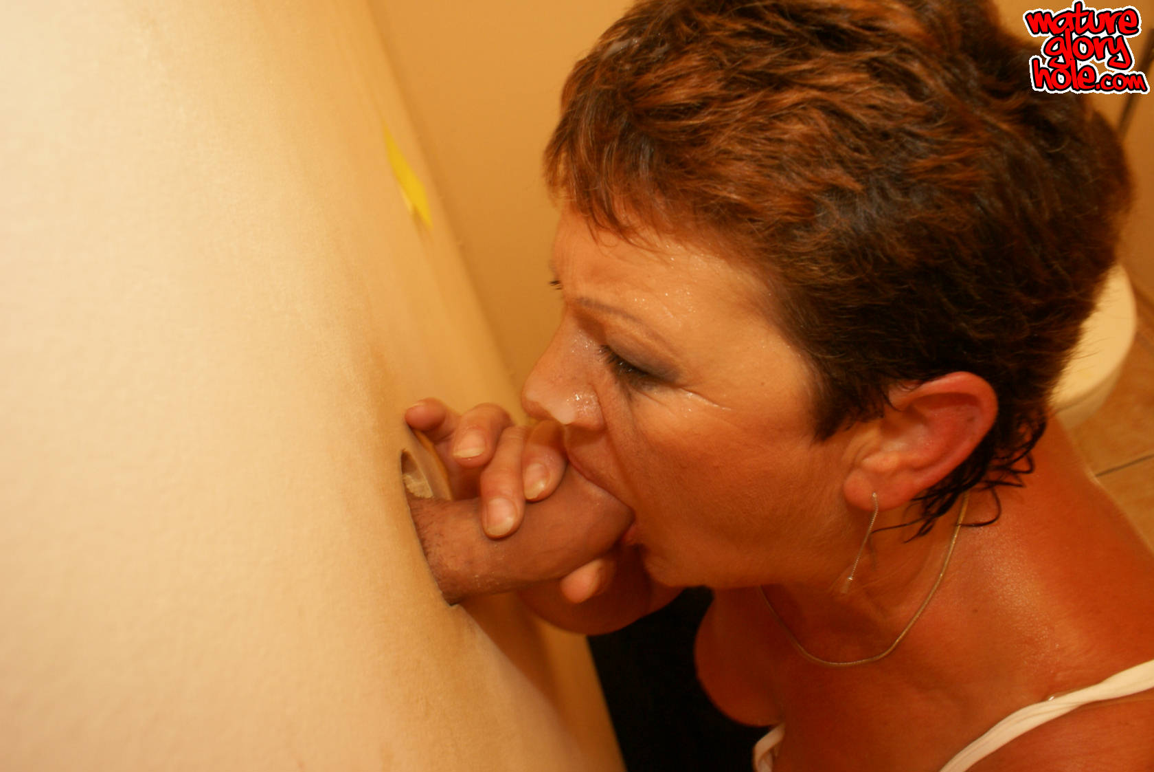 Cockhungry mature slut fed on the rest room